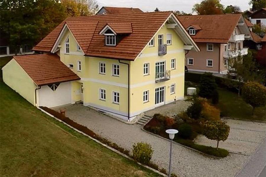 Schamp Kunststofftechnik  - Erstes Buerogebaeude in Waldkirchen